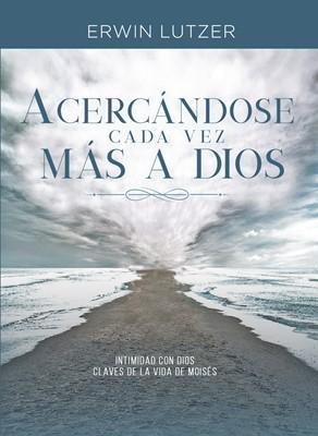 Acercándose cada vez más a Dios (Rústica) [Libro]